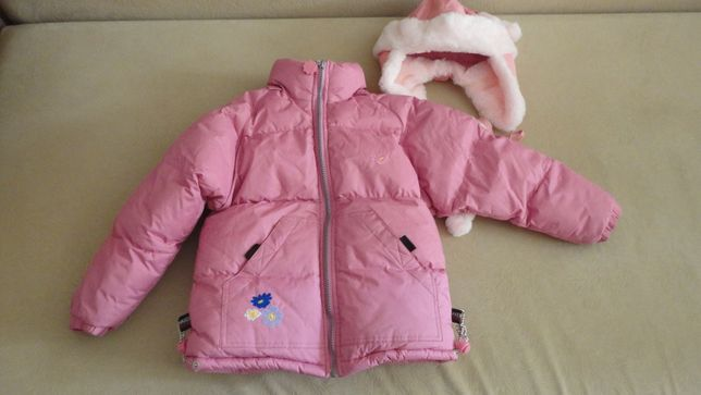 Тёплая куртка с шапочкой на девочку