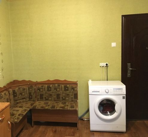 Продам комнату в доме гостиного типа метро Малышева