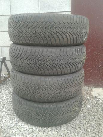 Резина зимняя 205/60R16.
