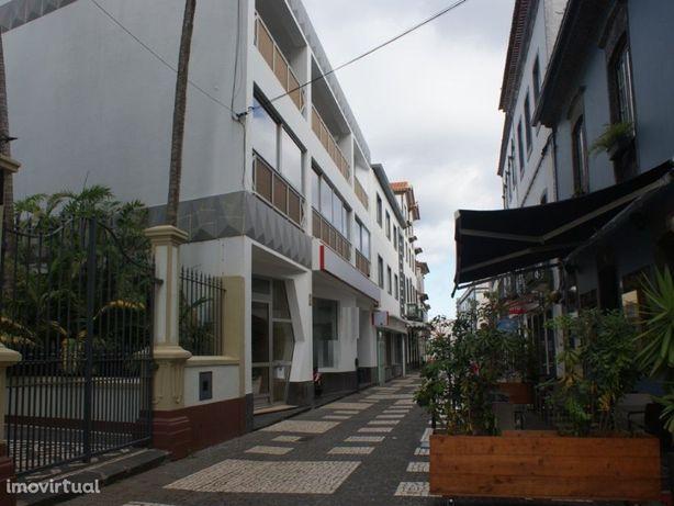 Loja no centro histórico de Ponta Delgada em bom estado d...