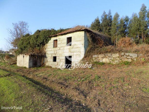 Moradia individual p/restauro c/terreno de 21.000m2  - Novais