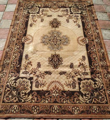 Продам килим в гарному стані