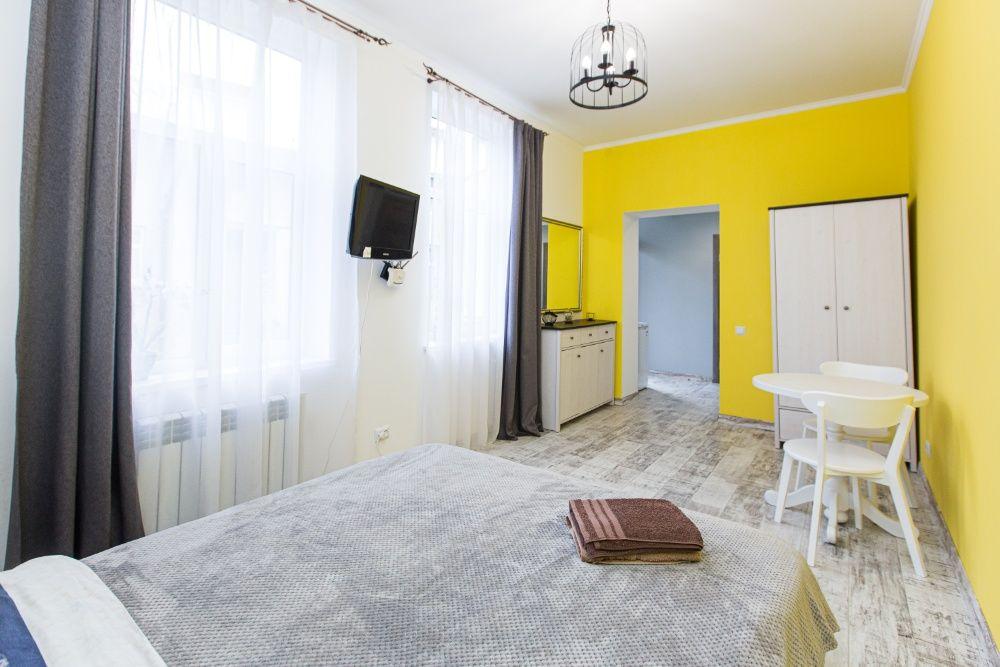 Затишні апартаменти для пари по вул. Залізнична 8, (біля Ж/Д вокзалу)-1