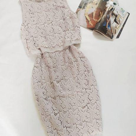 Шикарное ажурное платье с красивой спинкой.