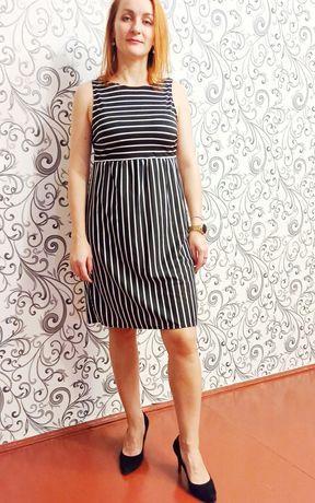 Легка літня трикотажна сукня