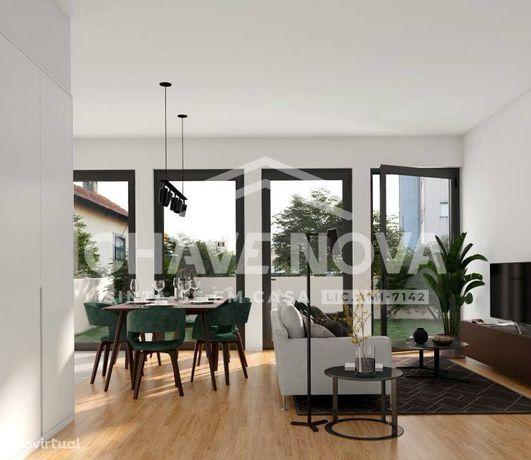 Apartamento T2 NOVO Piso 1 virado à Sul com garagem no centro do Porto