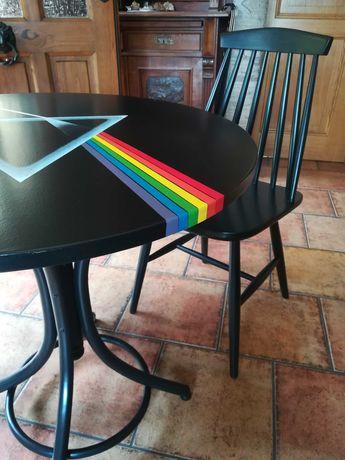Stół i dwa krzesła gięte, ręcznie malowane, muzyczne