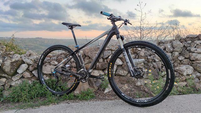 "Bicicleta 29""-  CUBE REACTION GTC - CARBONO - Tamanho M"