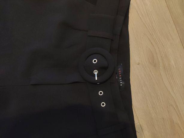 Czarne eleganckie spodnie z paskiem