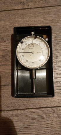 Średnicówka, mikrometr, czujnik zegarowy.