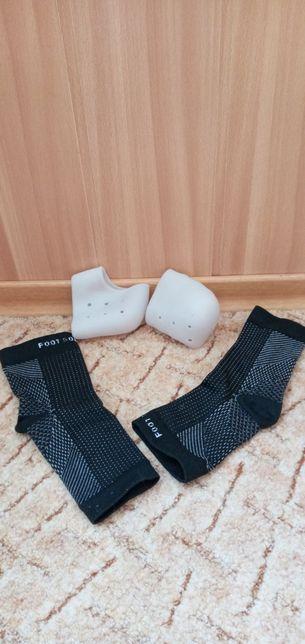 Декомпресионные носки и накладки на пятки.