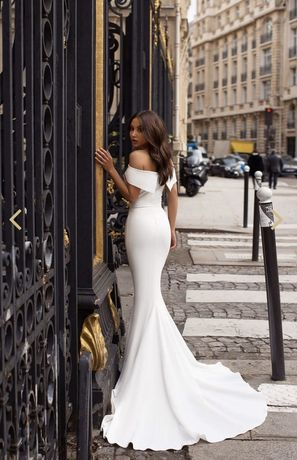 Suknia ślubna gładka glamur