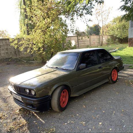 BMW E30 320 2.3