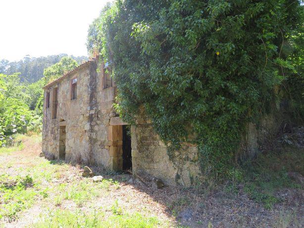 Terreno com moradia para reabilitar em Rossas, Arouca