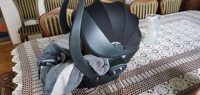 Fotelik nosidełko do samochodu Besafe izi go z poduszką powietrzną.
