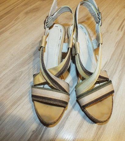Modne sandały a'la lniane 38 na koturnie