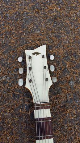 Продам гитару хорошую гитару
