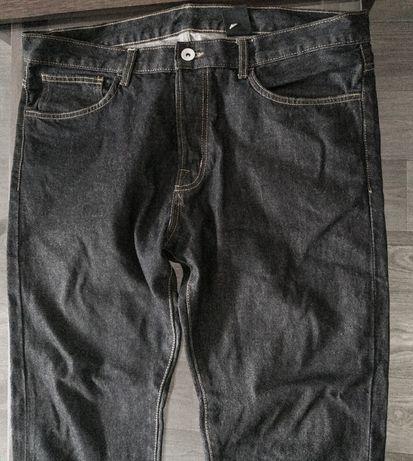 Duże męskie czarne dżinsy