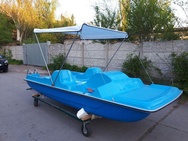 Катамаран, водный велосипед от производителя.