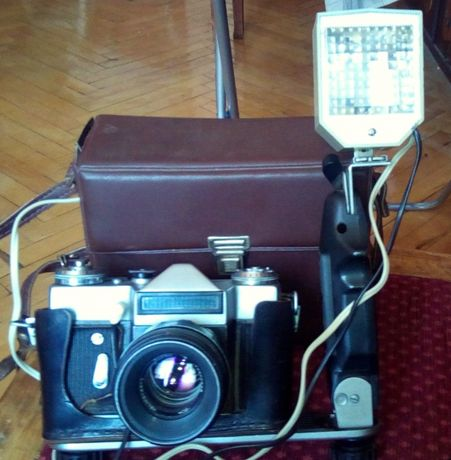 """Фотоаппарат """"Зенит Е""""+фотовспышка """"Чайка""""+кронштейн для вспышки"""