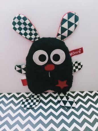 Szeleścik sensoryczny czarno biały zabawka sensoryczna niemowlęca moms