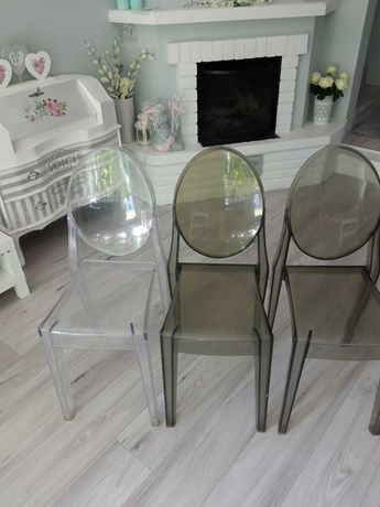 Krzesla plastik styl włoski , białe, dymne