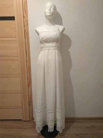Prosta suknia ślubna wykończona koronkami + etola