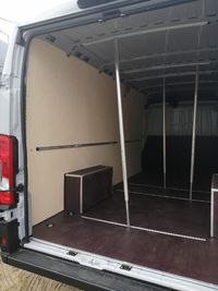 Fiat Ducato L4H2 Zabudowa przestrzeni ładunkowej w aucie dostawczym