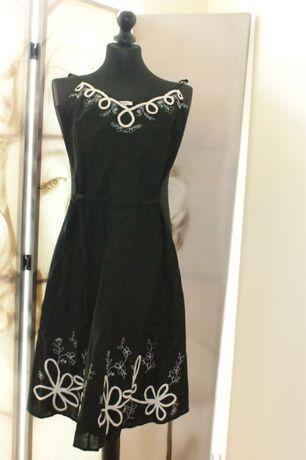 Sukienka ZARA czarna z białym haftem XS 34 czarno-biała,czerń
