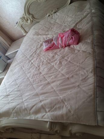 Ліжко та приліжкові тумби