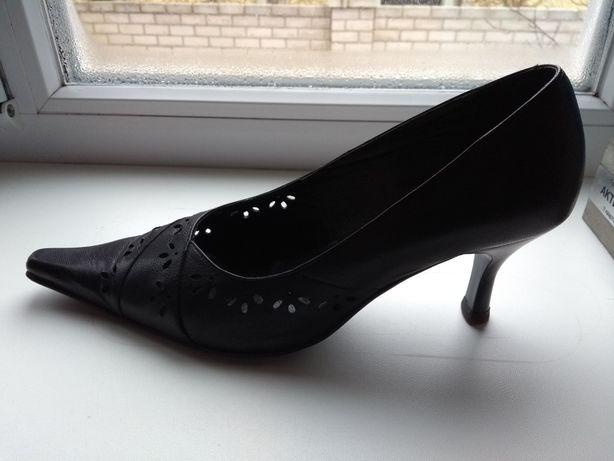"""Кожаные женские туфли """"Лидер"""" 38 размер"""
