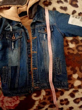 Очень классная джинсовая куртка на мальчика 4-5лет! Состояние идеально