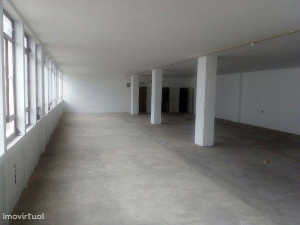 Escritório para arrendar em Queluz de Baixo