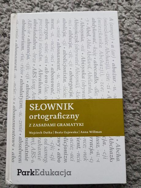 Słownik ortograficzny z zasadami gramatyki.