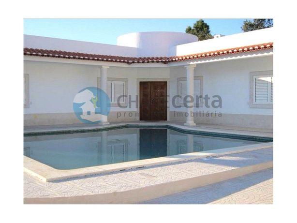 Moradia Térrea T4 com jardim e piscina em Sesimbra