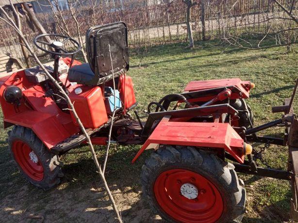 трактор Прикарпатець