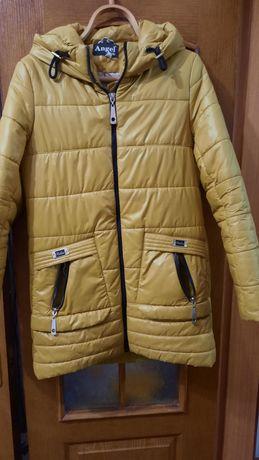 Осіння куртка гірчичного кольору