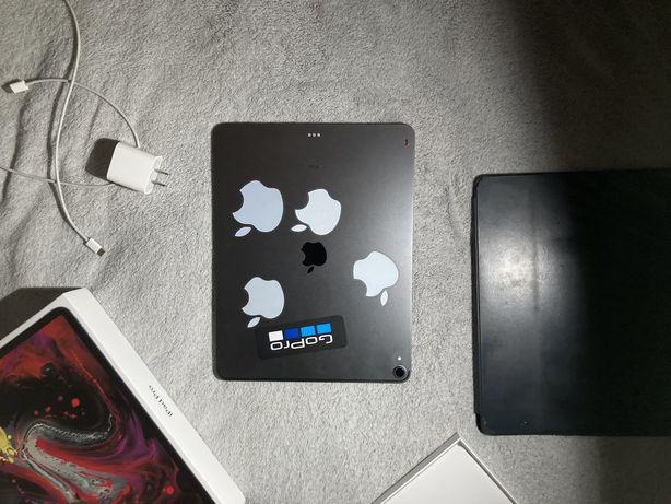 iPad Pro 12.9 дюйма (3‑го поколения) + smart folio