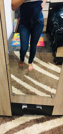 Крутые джинсы узкачи, высокая посадка. Размер S