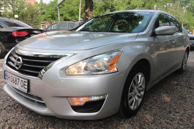 Продам автомобиль Nissan Altima 2015 бензин 2.5 автомат обмен