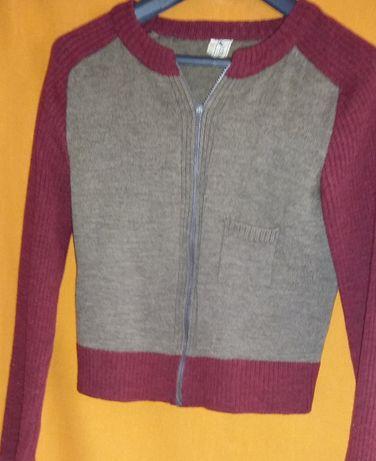 Sweter wełniany rozpinany, bordowo - brązowy.