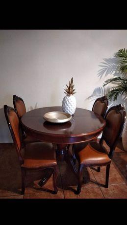 Mesa e 4 cadeiras de madeira mogno