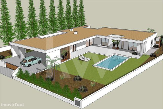 Moradia T3 com piscina de arquitectura contemporânea em fase de constr