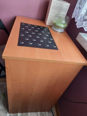 Małe biurko z wysuwaną półką