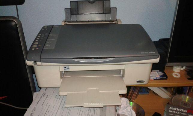 Impressora multifunções avariada
