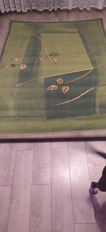 Dywan  ze wzorami kolor zielony