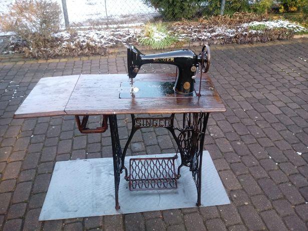 Maszyna do szycia SINGER wraz ze stolikiem