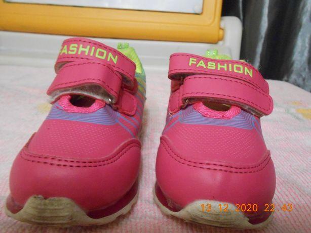 На девочку Кроссовки как новые  размер 23 стелька 13,5. Детская обувь