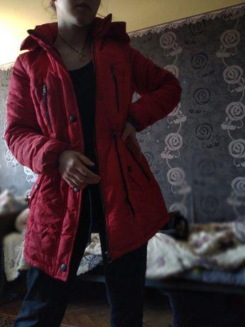 Куртка красная. Женская)