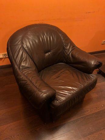 Skórzany brązowy fotel w dobrym stanie